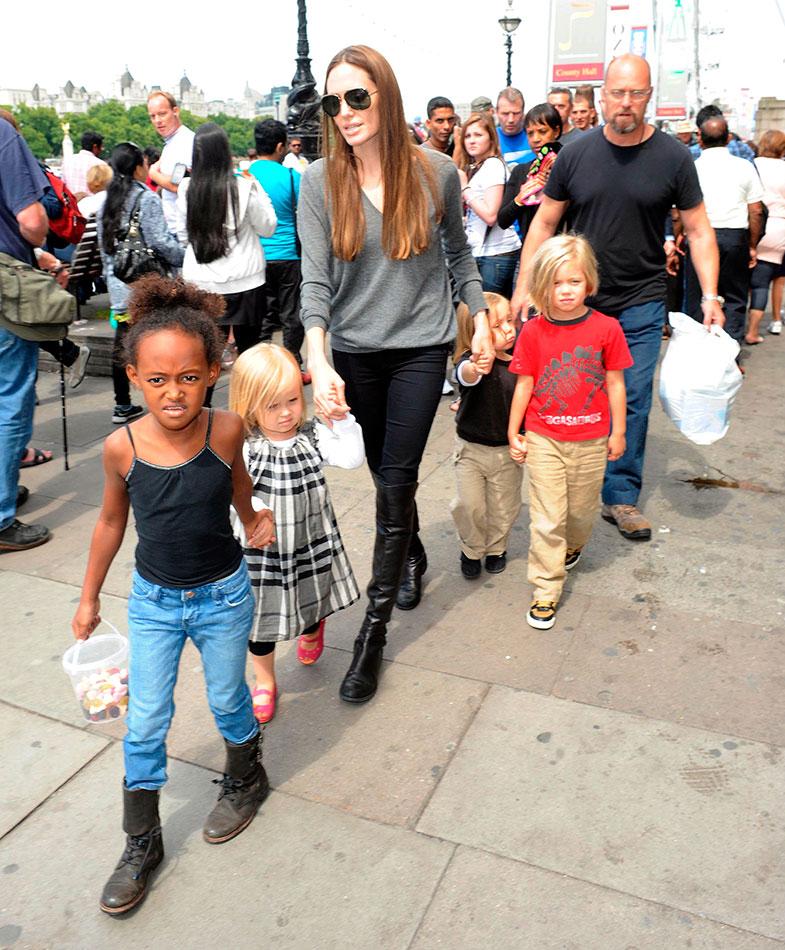 Angelina también prueba las bondades de este modelo con sus seis vástagos.  © Cordon Press