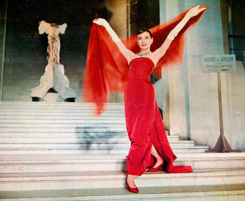 Otro de los vestidos más inolvidables de 'Una cara con ángel', diseñado por Givenchy para Audrey. © Cordon Press
