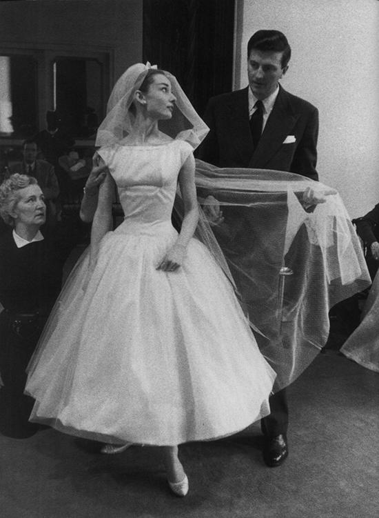 El traje de novia en 'Una cara con ángel' se convirtió en modelo de referencia a finales de los cincuenta. © Cordon Press