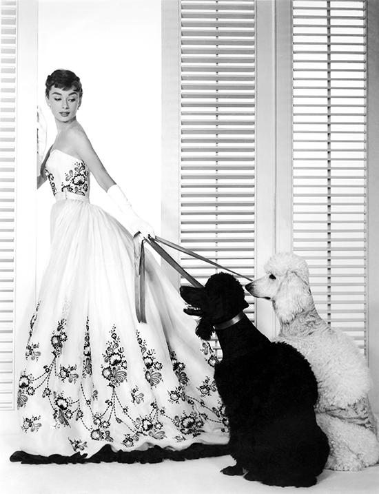 Uno de los vestidos más icónicos del film que le valió un Oscar a Edith Head fue en realidad diseñado por Givenchy. © Cordon Press