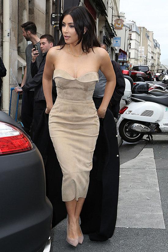 Kim viste de Ermanno Scervino por las calles de París, durante los preparativos de la boda.   © Cortesía de Ermanno Scervino
