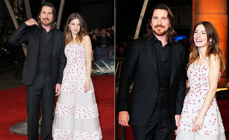 María y Christian Bale posan ante las cámaras antes de la proyección de la película en Londres.   © Cordon Press