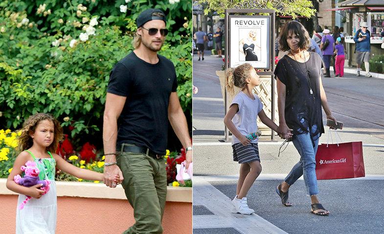 Nahla paseando con sus padres por separado.   © Cordon Press