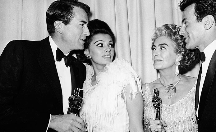 Gregory Peck, Sophia Loren, Joan Crawford y Maximilian Schell (1963). Foto: Getty Images.