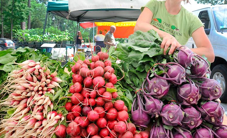 Si no lo encuentras en el supermercado, prueba en un mercado tradicional o acude a grupos de consumo. © Cordon Press