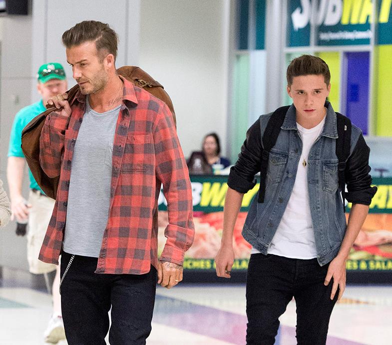 David Beckham y Brooklyn, en el aeropuerto de nueva Yrok. © Cordon Press