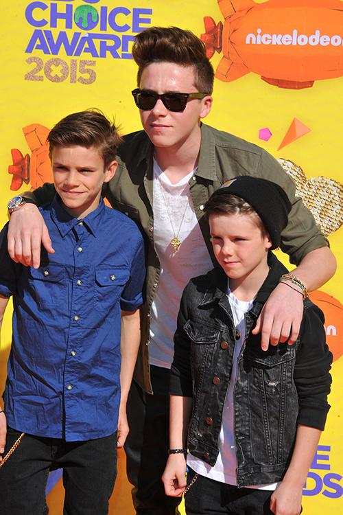 Brooklyn se encargó de cuidar de sus hermanos pequeños, Romeo y Cruz, en todo momento. © Cordon Press