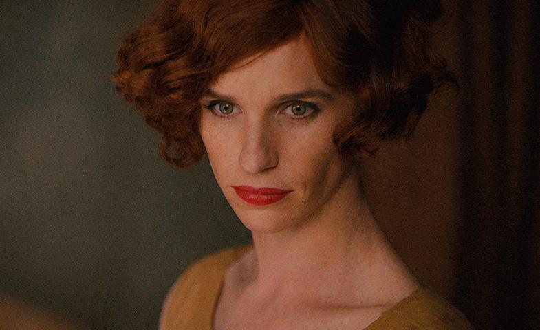 En The Danish Girl Eddie Redmayne se disfraza de mujer por un experimento con su esposa... hasta que empieza a gustarle la sensación.