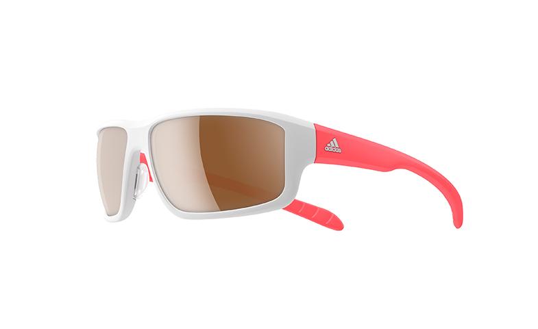 No olvides las gafas de sol, sobre todo para evitar guiños. Y mejor si es un modelo especial para running. En la imagen, de Adidas.