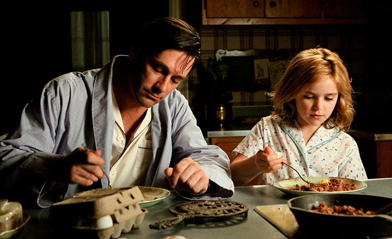 Don y Sally Draper hace ocho años, en uno de los primeros capítulos de la serie. © Cordon Press