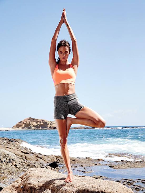 ¿Eres capaz de mantener el equilibrio sobre la tabla? © Victoria's Secret Sport
