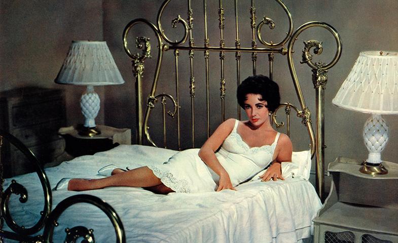 Elizabeth Taylor en un fotograma de 'La gata sobre el tejado de zinc' (1958).