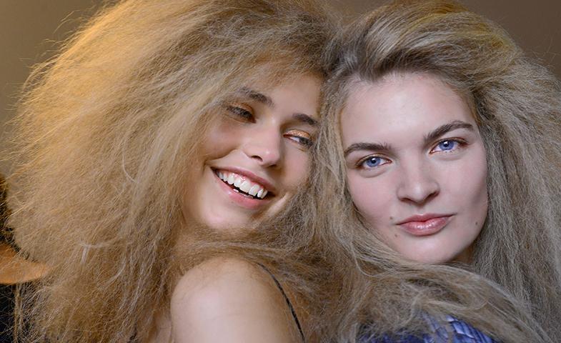 Buenas noticias, que os podéis cepillar el pelo que no se os va a caer más por ello... © Mondadori Photo