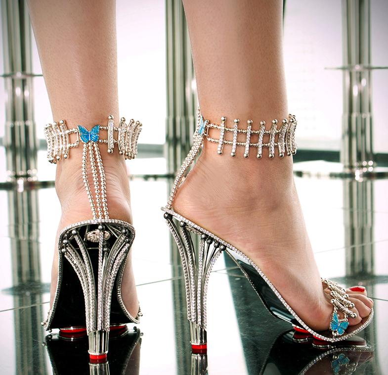 Las sandalias plagaditas de diamantes por las que Beyoncé ha pagado cerca de 300.000 euros. © Cordon Press