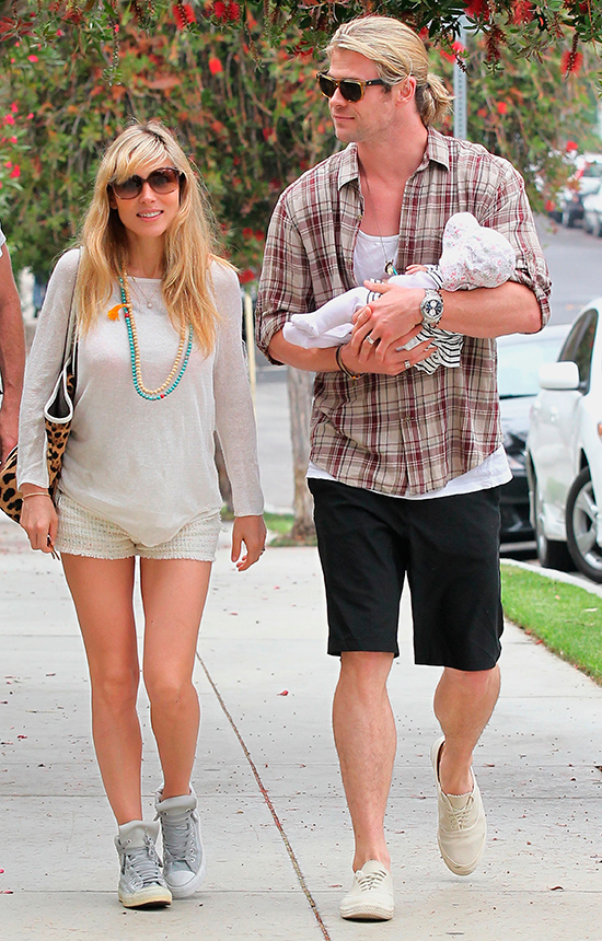 WEB2012---Elsa-Pataky-and-Chris-Hemsworth-With-Their-Daughter-India-Rose-in-Santa-Monica-