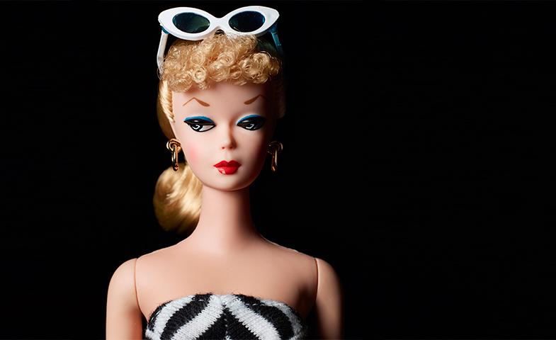 En sus primeros años de vida, Barbie solo tenía una cara (aunque estaba disponible en versión rubia o morena) y se vendía por tres dólares. © Mattel Inc.