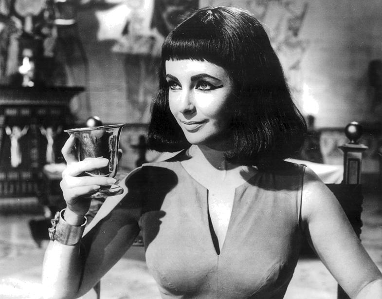 """""""Cleopatra se lavaba los ojos tres veces al día con agua de rosas"""". © Cordon Press"""