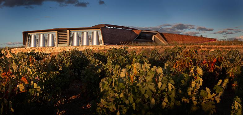 Bodegas Portia y Norman Foster, la arquitectura de autor llega al vino.