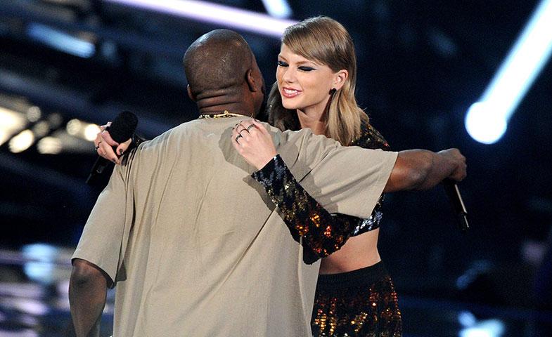 El beso de Judas en la pasada edición de los VMA, antes de la traición. © Cordon Press