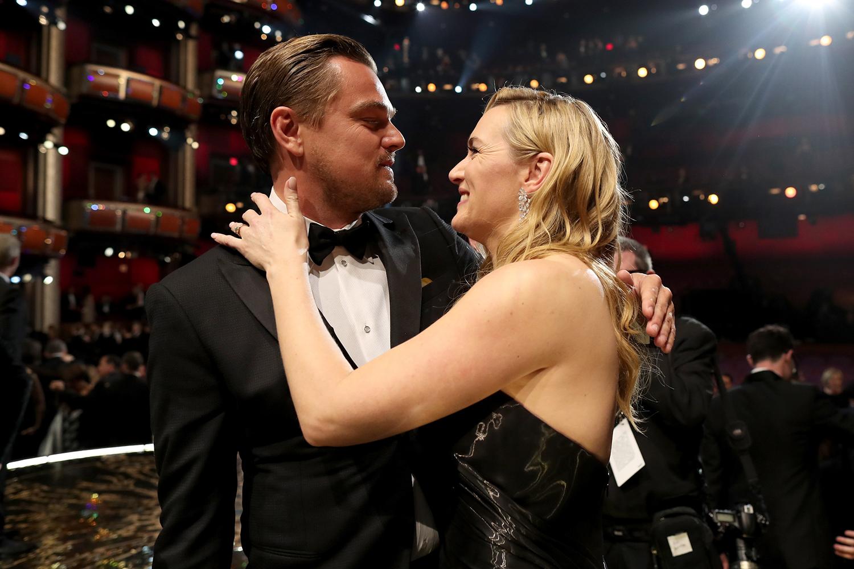 El esperado abrazo de Kate y Leo. © Getty Images