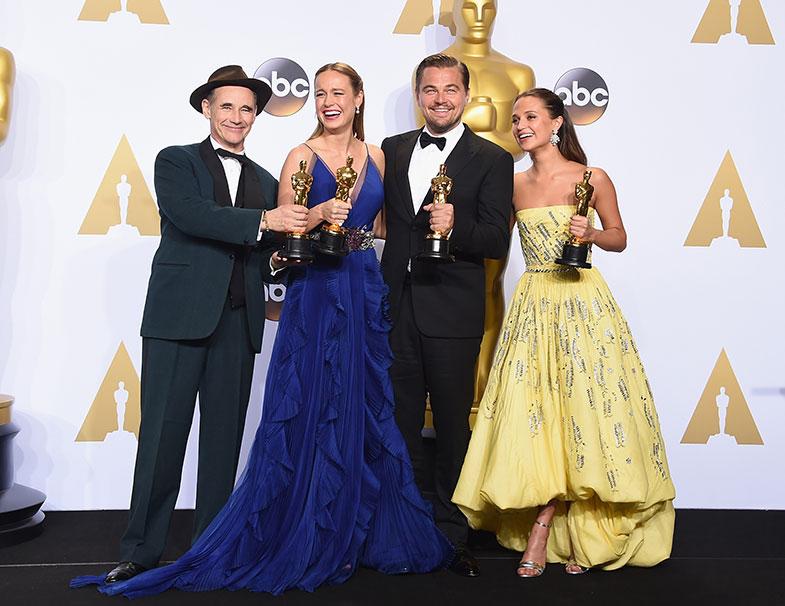 Los 4 mejores actores y actrices posan juntos en backstage. © Getty Images