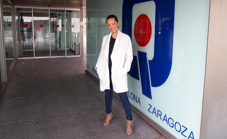 Marian Cisterna en las puertas de la clínica Quironsalud Zaragoza.
