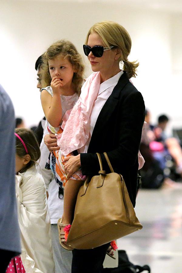 Nicole Kidman tuvo a su primera hija biológica a los 40 años. La segunda, tres años después, la concibió mediante vientre de alquiler (una alternativa que la legislación española no contempla). © Cordon Press