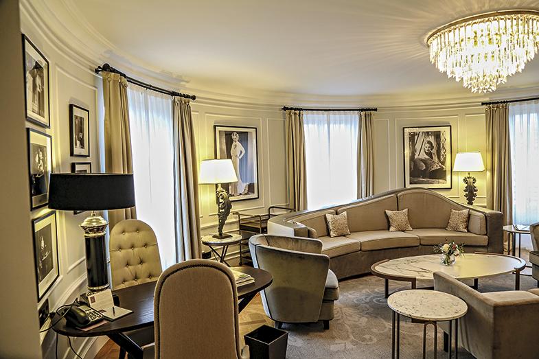 La suite Bette Davis del hotel María Cristina de San Sebastián recoge una colección de fotografías de la diva de Hollywood, en recuerdo de las noches que pasó aquí hospedada.