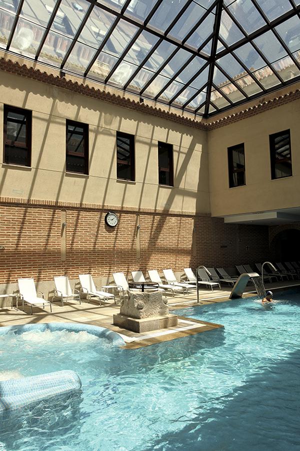 El Hotel Castilla Termal Balneario de Olmedo ocupa los restos de un antiguo convento mudéjar del siglo XII.