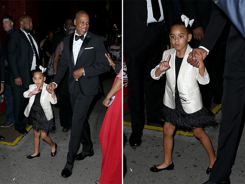 Beyoncé llegó a la ceremonia de entrega de premios arropada por su marido y su hija. © Cordon Press