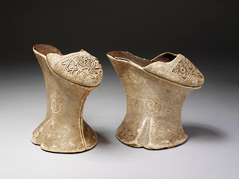 Las babuchas venecianas del siglo XVII no permitían dar más de dos pasos. © Victoria & Albert Museum