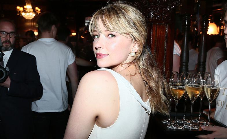 Haley Bennett, que ya es una habitual en los eventos de moda, en el desfile Resort 17 de Dior. © Getty Images