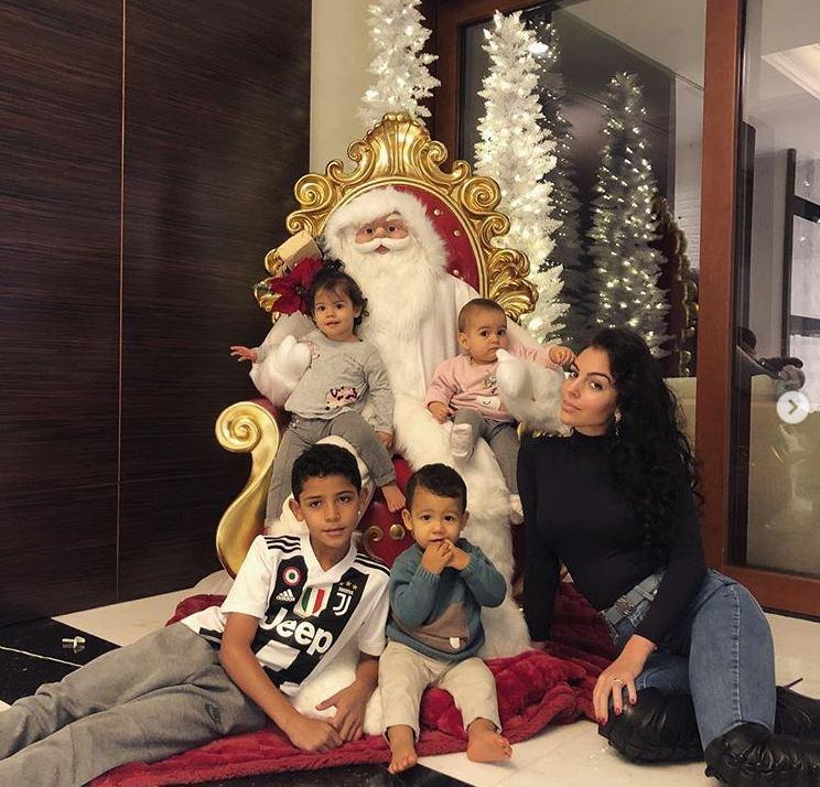 A los hijos de Georgina y Cristiano Ronaldo les gustan los coches caros