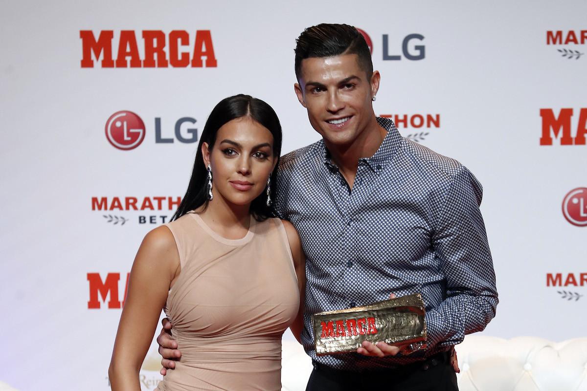 El look nude ajustado de Georgina Rodrígue en Madrid en los premios Marca junto a Cristiano Ronaldo