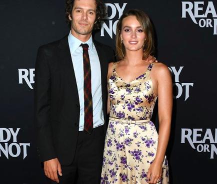 Leighton Meester reaparece con Adam Brody con un vestido divino de flores en Los Ángeles