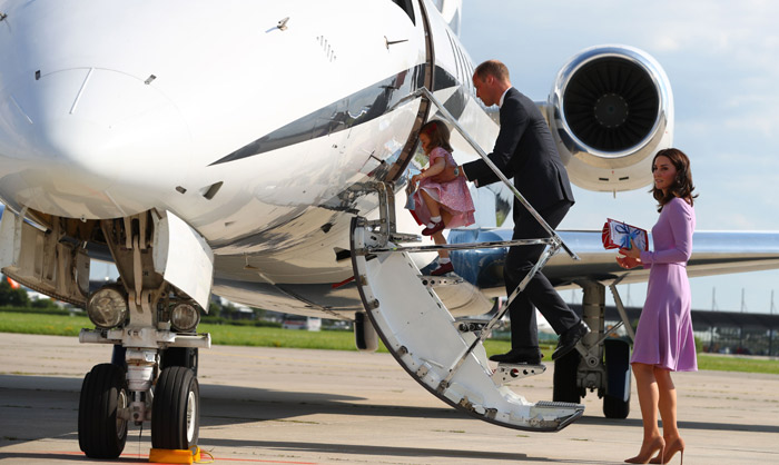 El príncipe Guillermo y Kate Middleton toman distancia de los duques de Sussex y viajan en vuelo low cost