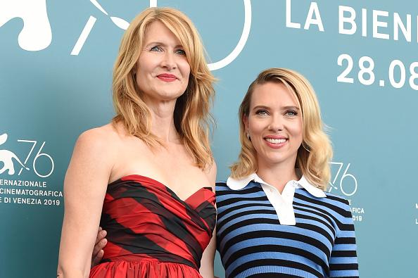 Scarlett Johansson y Laura Dern dos estilos diferentes en la Mostra de Venecia