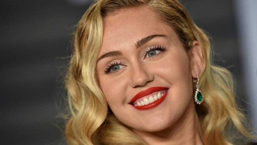 El hilo viral de Miley Cyrus como respuesta a su divorcio de Liam Hemsworth