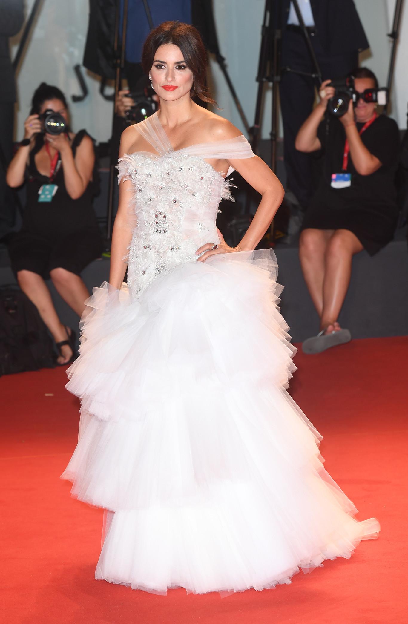 Penélope Cruz deslumbra en Venecia con un vestido de Ralph & Russo de princesa