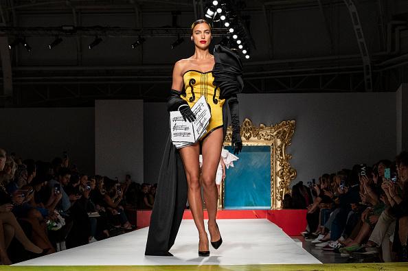 Moschino se inspira en el arte español en su colección primavera-verano 2020 en Milán.