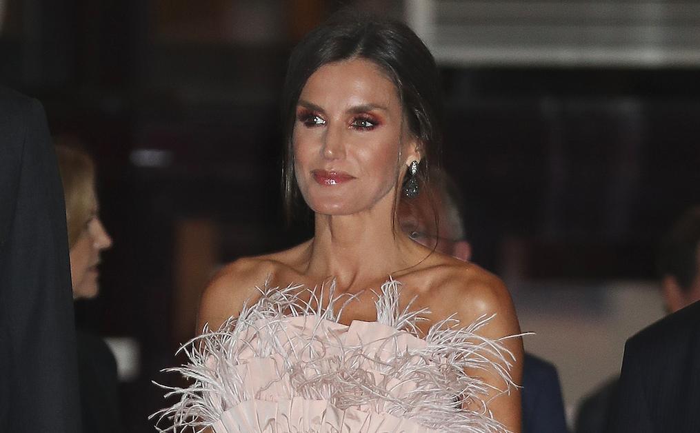 La reina sorprende con un cuerpo con plumas en el concierto del Premio Princesa de Asturias