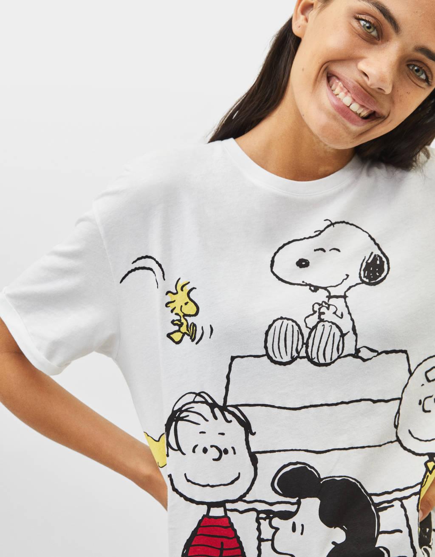 Bershka lanza una colección limitada protagonizada por Snoopy