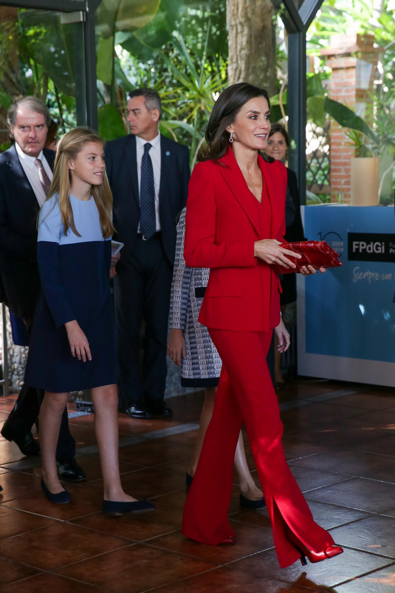 La reina Letizia de rojo y la princesa Leonor de tweed azul en los Premios Princesa de Girona