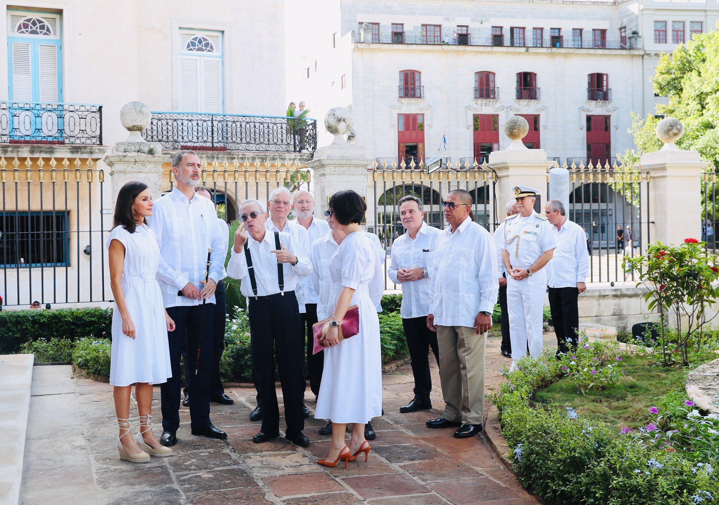 La reina Letizia de nuevo apuesta por el blanco en su segundo día en Cuba