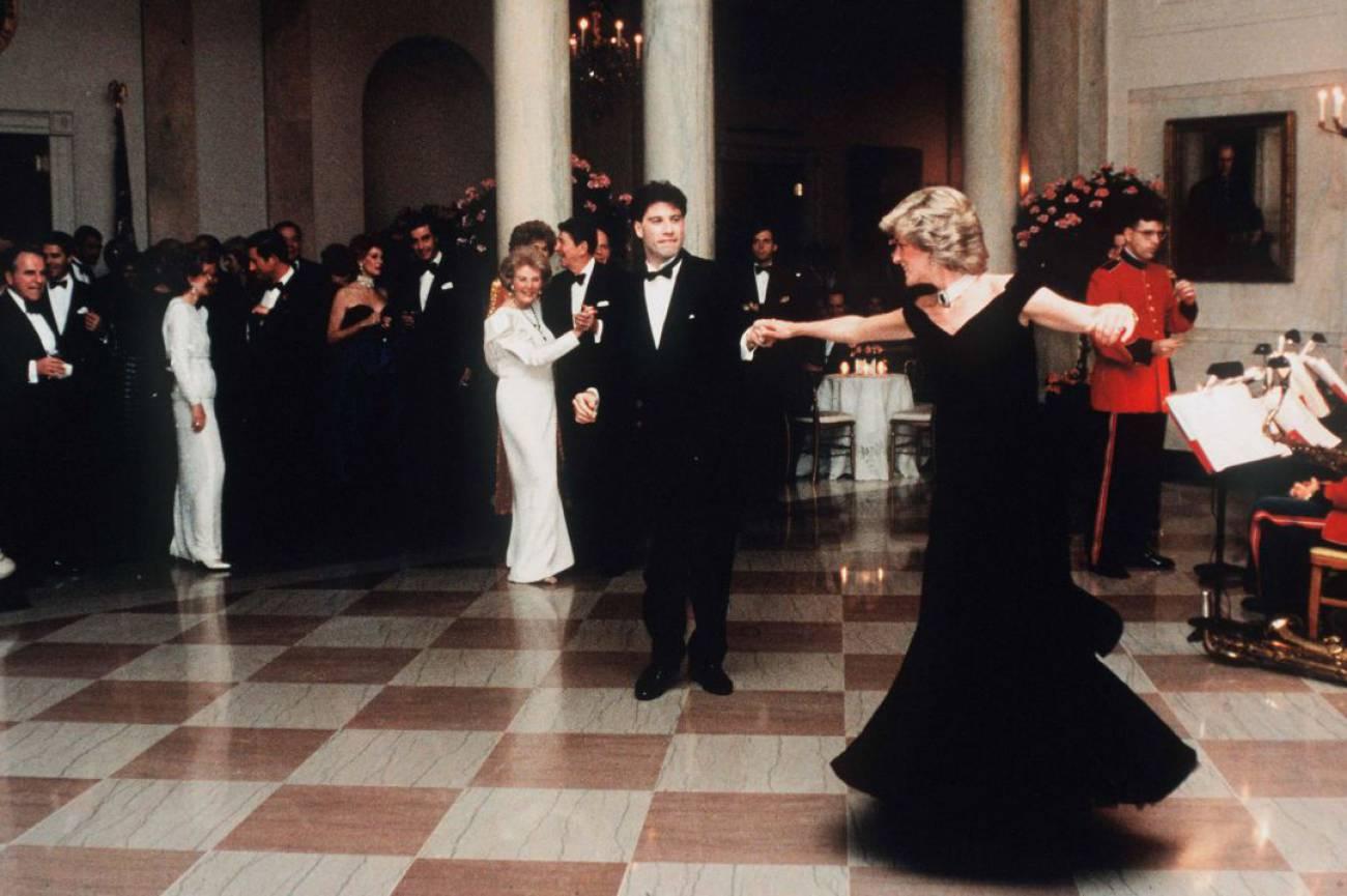 El famoso vestido de Lady Di bailando con John Travolta sale a subasta