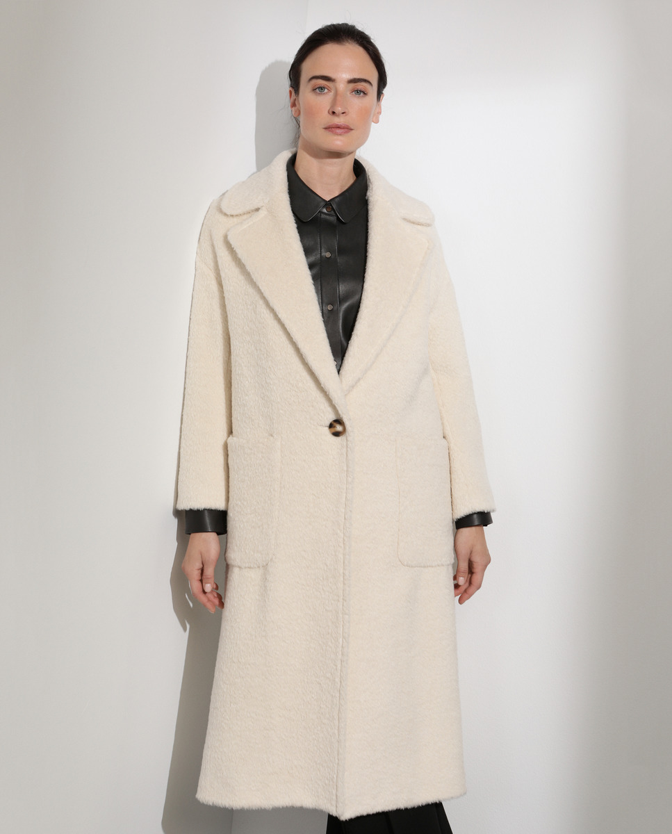 5 abrigos blancos low cost para copiar el look de Melania Trump