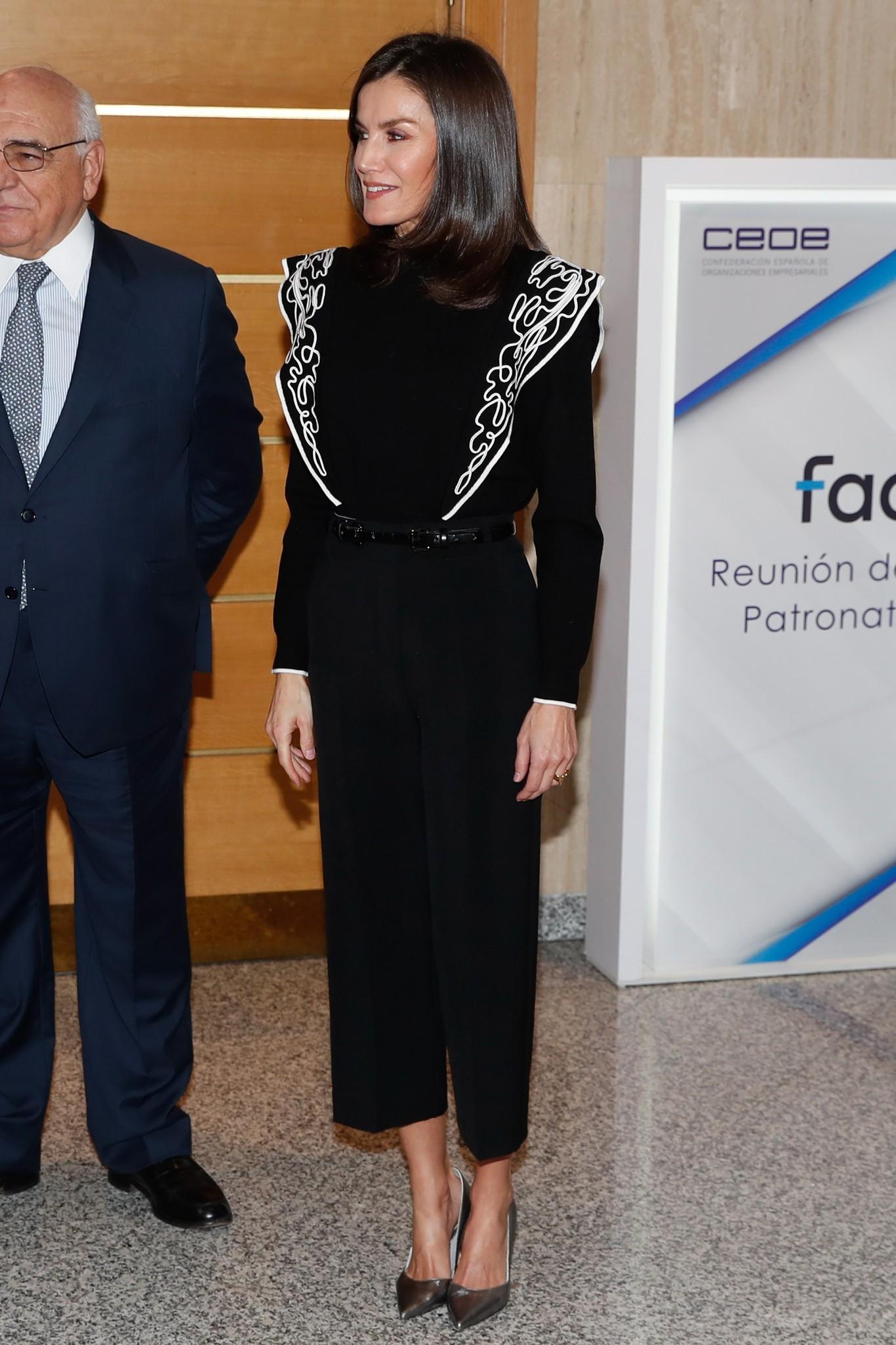La reina Letizia estrena un jersey de Uterqüe con volantes que ya está agotado