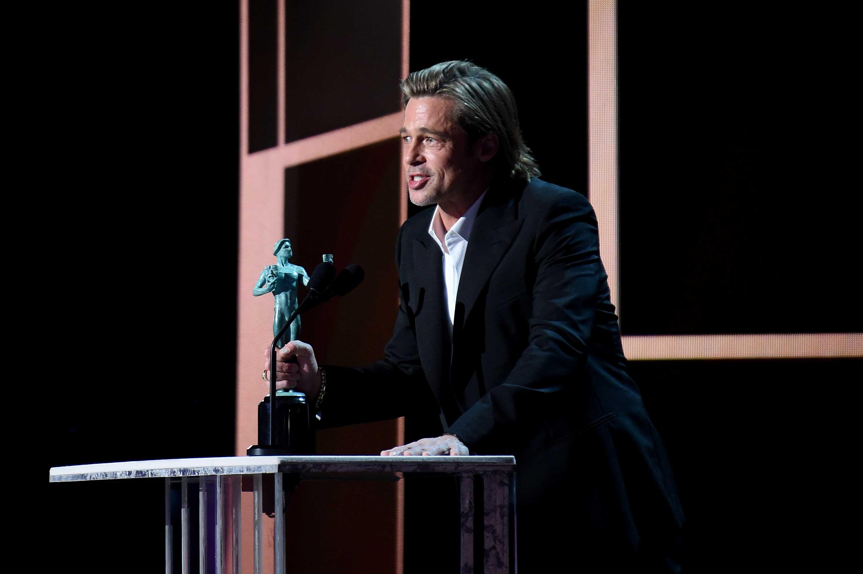Brad Pitt confiesa en los SAG Awards que tiene Tinder y tendrá que añadir su premio a su perfil