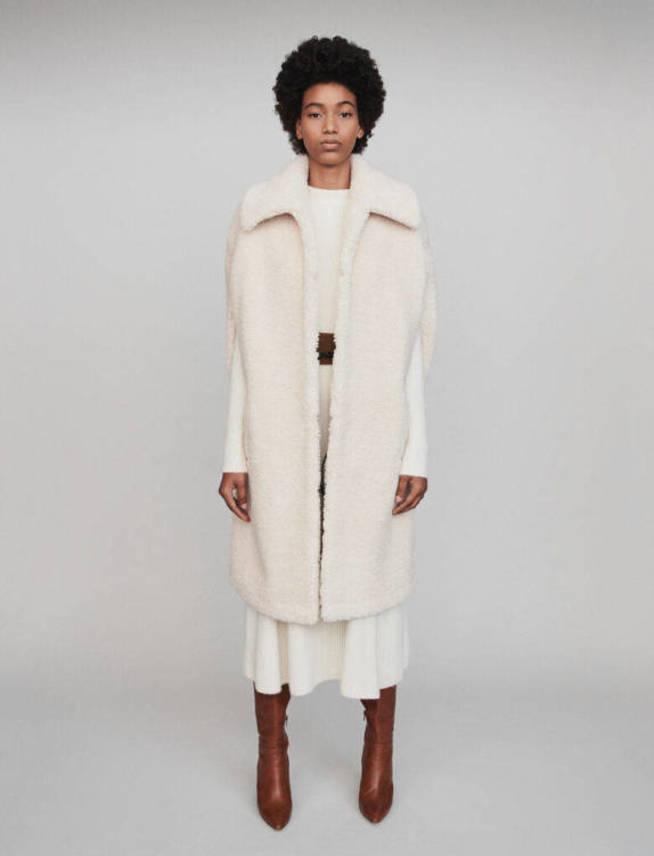El abrigo-capa de Tamara Falcó que ahora está de rebajas
