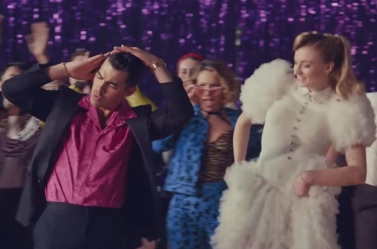 Los Jonas Brothers lanzan nuevo vídeo junto a sus esposas Sophie Turner y Priyanka Chopra